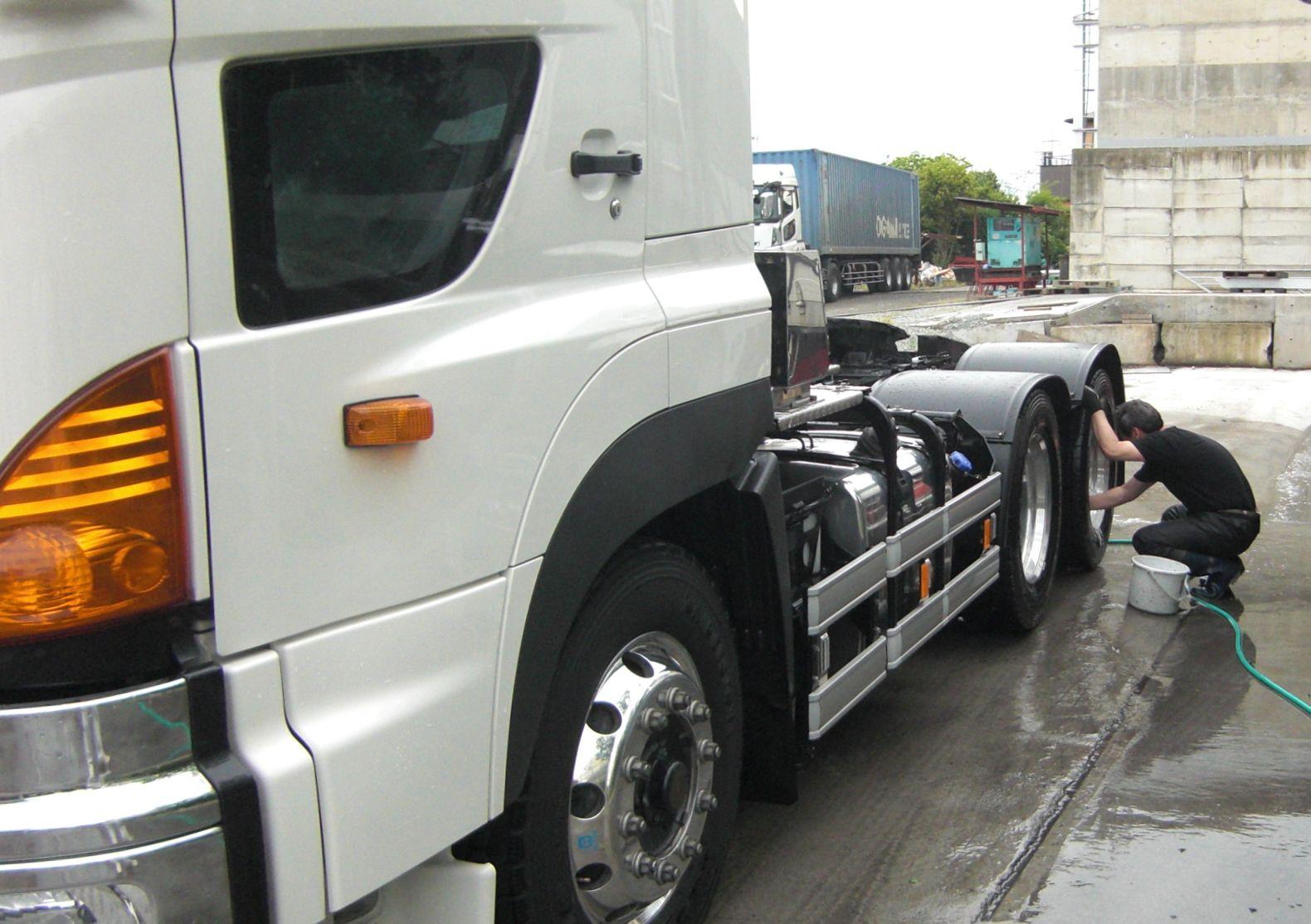 トラック 洗車